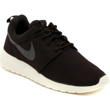 Shoes Men Low top trainers Nike ROSHERUN    108,1
