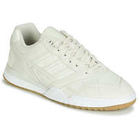 Shoes Low top trainers adidas Originals A.R. TRAINER Beige