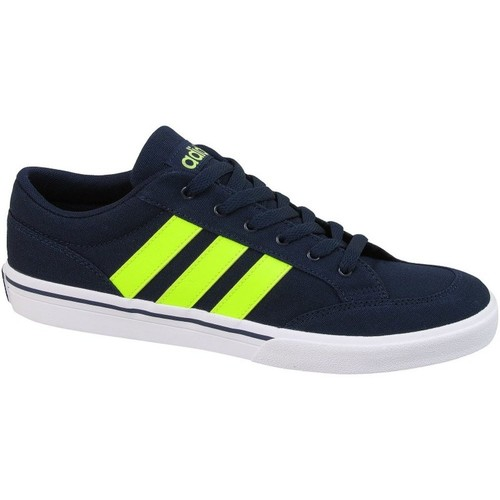 Shoes Men Low top trainers adidas Originals Gvp