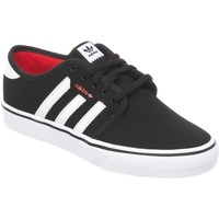 Shoes Men Low top trainers adidas Originals Core Black-Footwear White-Scarlet Seeley J Kids Shoe Black