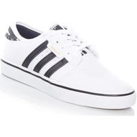 Shoes Men Low top trainers adidas Originals Footwear White-Core Black Seeley J Kids Shoe White