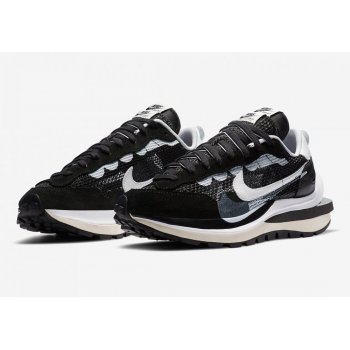 Shoes Low top trainers Nike Waporwaffle Sacai Black/Summit White-Pure Platinum