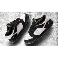 Shoes Low top trainers Nike SB Dunk Low x Staple