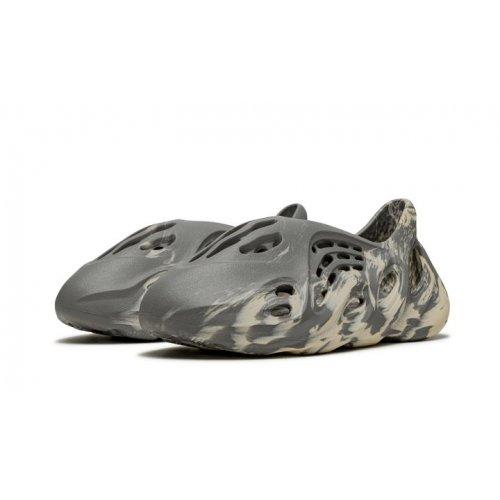 Shoes Low top trainers adidas Originals Yeezy Foam Runner Moon Grey Moon Grey