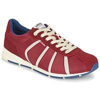 Shoes Men Low top trainers Levi's ALMAYER II Red