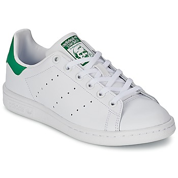 adidas  STAN SMITH J  girlss Childrens Shoes (Trainers) in white